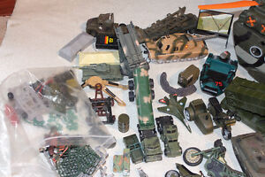 LOT MILITARY VEHICLES - SMALL SOLDIERS - LOTS OF ACCESSORIES Kitchener / Waterloo Kitchener Area image 3