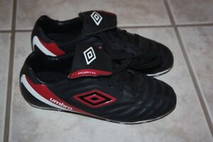 Umbro Porto Soccer Shoes / Soccer Cleats Youth Size 3  Brand new