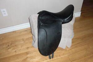 English Horse Saddle (Black Leather)