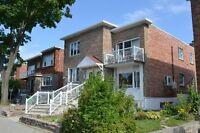 Montréal,secteur St-Laurent,tout meublé,5 chambres avec garage