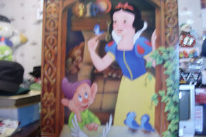 DISNEY PITCHURE 2 FT,WD, 3 FT HI.NICE AND CLEAN,
