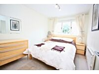 2 bedroom flat in Tyndal Court, Transom Square, London, E14