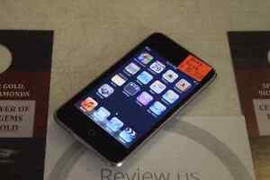 **GREAT DEAL** Apple iPod Touch 32gb 2nd Gen
