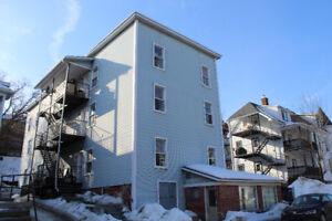 5 1/2 $600/m rue Laurier, rien d'inclus, 3e étage libre imm.