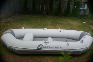 Fantastic 3 person inflatable boat (White)