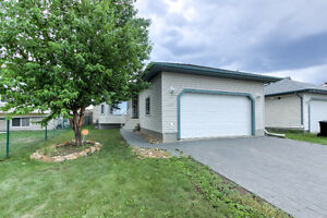 IMMEDIATE POSSESSION, Bungalow attached DOUBLE Garage, TIMBERLEA