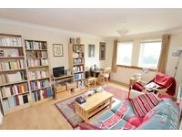 Bright and spacious two bedroom, ground floor flat with private parking - Boat Green/Canonmills