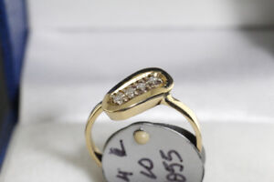 BRAND NEW 14K. GOLD & DIAMOND LADY'S RING FOR SALE.