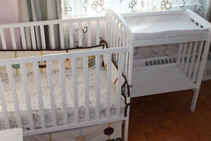 Baby Crib and Changing table / Lit de bébé et table à changer