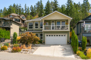 2,735SF 4 Bed/3 Bath/ 1 bed in law suite - needs cabinets