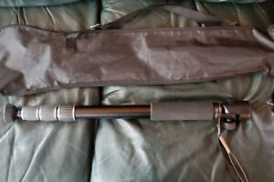 Professional camera gear: Giottos Monopod with carrying case