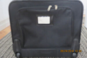 CARRY ON SMALL SUITCASE/COMPUTER CASE ON WHEELS
