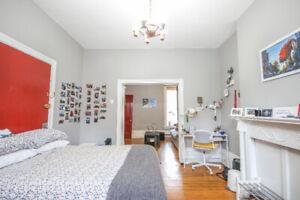 2 Bedroom Queen's Sublet / Short term Until end of July