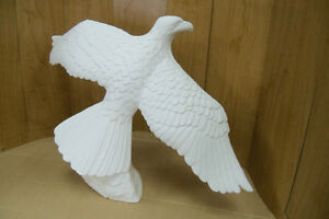 UNPAINTED CERAMIC SOARING EAGLE