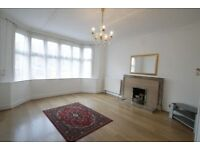 4 bedroom house in High Road, Woodside Park, N12