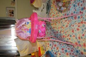 Chaise disney pour poupée.