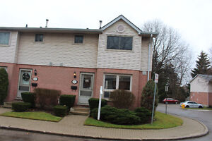 Reno'd 3 Bed Townhouse Commissioners & Wellington Gas AC July 1
