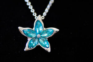 NEW Flower Necklace