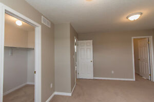 GREAT 3 BED TOWNHOME! SPACIOUS! DESIRABLE LOCATION! AVAIL DEC 1 Kitchener / Waterloo Kitchener Area image 11