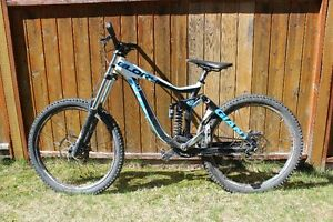 REDUCED TO SELL: Giant Glory - Downhill bike