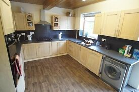 GREAT VALUE 3 BED HOUSE READY TO MOVE IN! ASHFORD/FELTHAM - OFF ROAD PARKING - SECURE FAMILY HOME