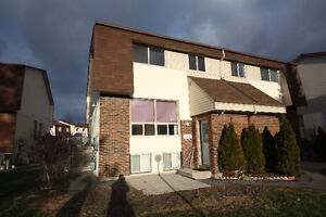 Come Live in Bells Corners, minutes from the new DND campus!!