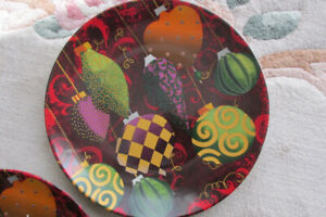 christmas plates, decorative. A total of three.