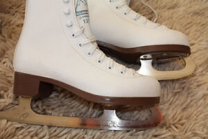 Ladies figure skates size 4