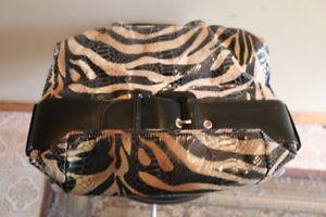 - (La Diva) - Italian Design - Handbag/Purse - Tiger Design -