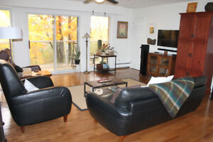 ALL INCLUSIVE - BEAUTIFUL AND WELL MAINTAINED 3 BED 1 BATH !