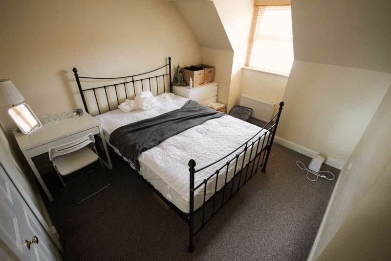 STUDENTS!! * Double En-Suite Room - AVAILABLE NOW *