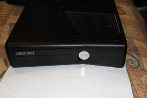 4GB Xbox 360 game package - 1 controller and 4 games
