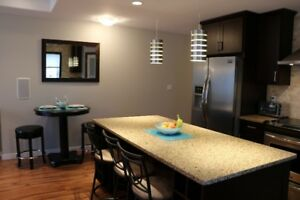 Executive Furnished Unit In Desirable Crescentwood Area