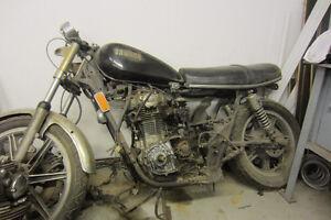 Yamaha XS 650 et un moteur pour projet Bobber ou Café Racer