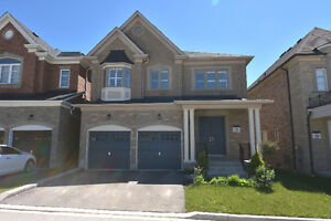 Large 4 Bedroom House in Convenient Richmond Hill location