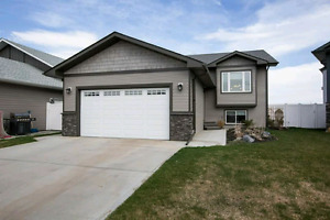 Great family home 5 bedrooms in Penhold