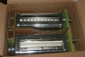 KITCHEN AID Pasta Roller & Cutter Set ( new )