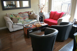 EXCELLENT LIVING ROOM SET - 2 couches, 2 chairs, 2 coffee tables
