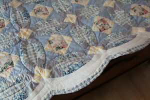 courtepointe/couvre-lit  pour lit simple et rideau Saguenay Saguenay-Lac-Saint-Jean image 3