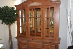 Broyhill dining room china cabinet
