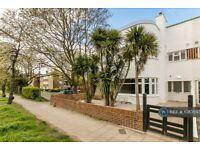 1 bedroom flat in Ellesmere Road, London, W4 (1 bed) (#1083593)