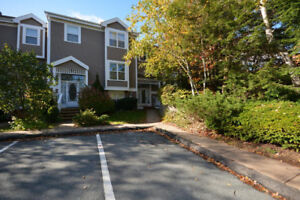 Condo Townhouse for sale in Bedford