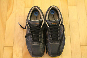 DOCKERS CASUEL SHOES SIZE 10.5. ALMOST NEW!!