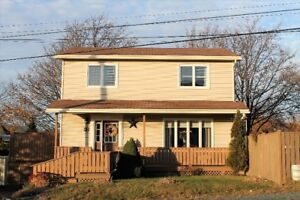 17 Woodpath Rd CBS NEW LISTING