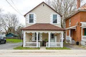 Cozy Detached 2bdrm/2bath located in Sydenham