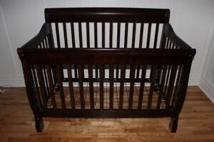 Meubles de chambre de bébé - Bassinette, Commode et Armoire