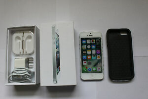 Unlocked IPhone 5 - 32GB - Silver