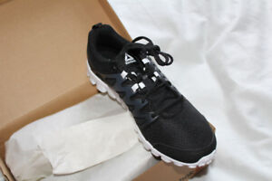 New in box Reebok realflex trainer shoes size 11 black men