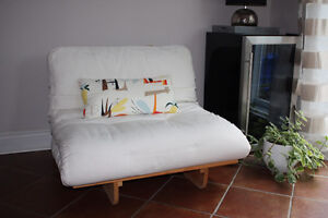 Single Chair/Bed (Futon)