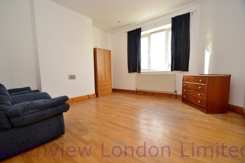 2 bedroom flat in Hornsey Road, Islington
